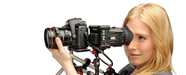 Pro kameramana, fotografa, ostřiče i režiséra je důležité vidět výsledek snažení co nejdříve, nejlépe okamžitě, a v dobré kvalitě. Fotoaparáty i videokamery mají často displej i hledáček, ale málokdy jsou […]